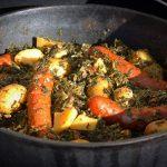 Grünkohl aus dem Feuertopf grünkohl aus dem dutch oven-Gruenkohl Dutch Oven Mettwurst Kartoffeln 150x150-Grünkohl aus dem Dutch Oven mit Mettwurst und Kartoffeln