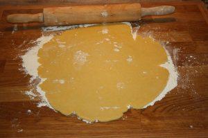 quiche lorraine-Quiche Lorraine franzoesischer Speckkuchen 04 300x199-Quiche Lorraine – Rezept für französischen Speckkuchen