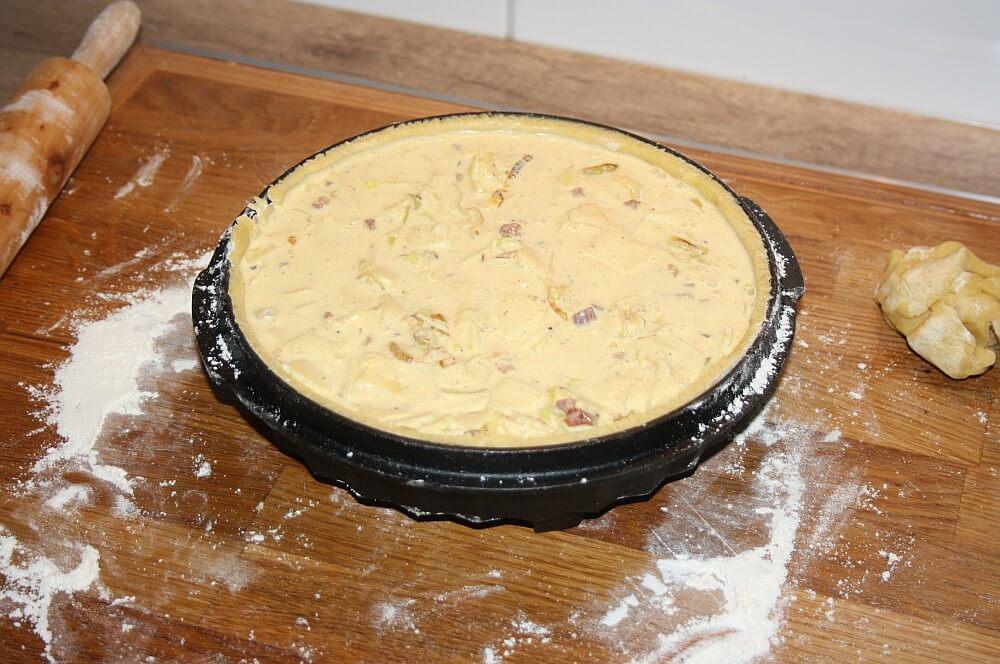 Quiche Lorraine quiche lorraine-Quiche Lorraine franzoesischer Speckkuchen 07-Quiche Lorraine – Rezept für französischen Speckkuchen