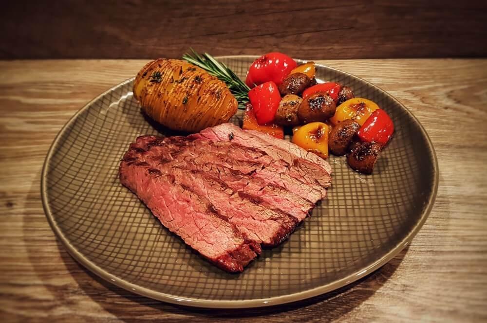 Bavette Steak bavette steak-Flap Steak Bavette Flap Meat 04-Bavette Steak mit Grillgemüse und Hasselback Potatoes