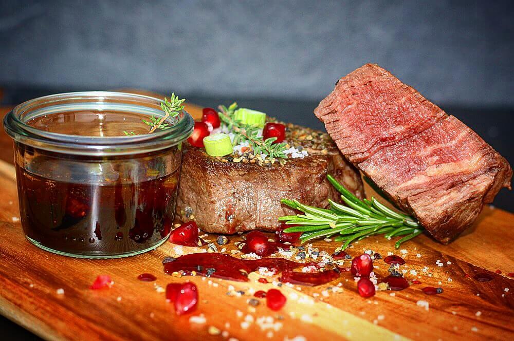 Rinderfilet mit Granatapfel-Sauce rinderfilet-Rinderfilet Granatapfelsauce 03-Rinderfilet mit Granatapfelsauce