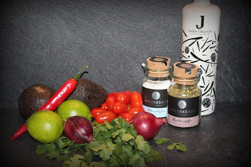 Alle Zutaten für die Avocado-Salsa auf einen Blick avocado-salsa-Avocado Salsa 01-Avocado-Salsa mit Tomate und Chili