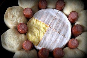 käsesonne-Kaesesonne mit Mettwurst 03 300x199-Käsesonne / Brötchensonne mit Camembert und Mettwurst