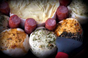 käsesonne-Kaesesonne mit Mettwurst 04 300x199-Käsesonne / Brötchensonne mit Camembert und Mettwurst