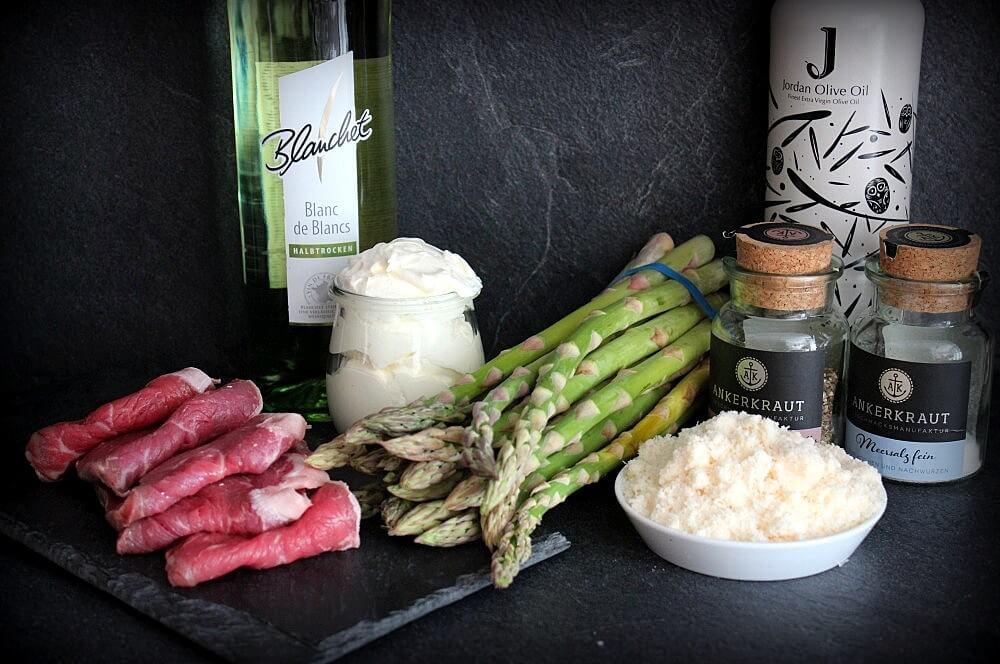 Alle Zutaten für Roastbeef-Spargelröllchen auf einen Blick roastbeef-spargelröllchen-Roastbeef Spargelroellchen Parmesan Sauce 02-Roastbeef-Spargelröllchen mit Parmesan-Sauce