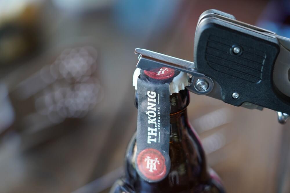 Der integrierte Flaschenöffner des Roxon BBQ Multitools roxon bbq multitool-Roxon MBT3 BBQ Tool 03-Roxon BBQ Multitool – Das Schweizer Taschenmesser der Grillzangen