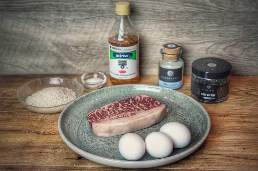 Alle Zutaten für das Wagyu-Angus Roastbeef auf einen Blick wagyu-angus roastbeef-Wagyu Angus Roastbeef Onsen Ei Sushi Reis 02-Wagyu-Angus Roastbeef mit Onsen-Ei und Sushi-Reis